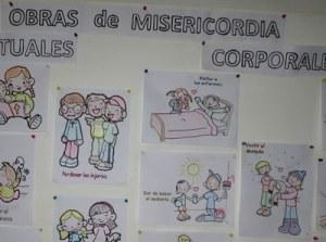 Un cartel parroquial con 'las obras de misericordia'