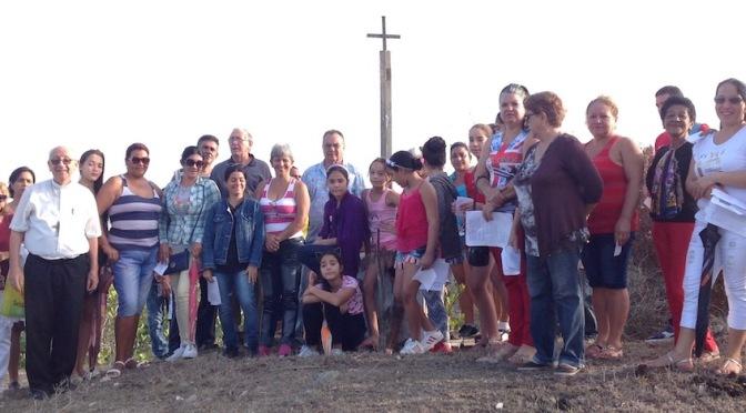 PEREGRINACIÓN A LA CRUZ                             INICIÓ ROMERÍAS DE MAYO